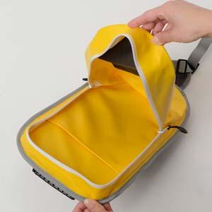 雨の日も安心軽量 防水バッグ ...