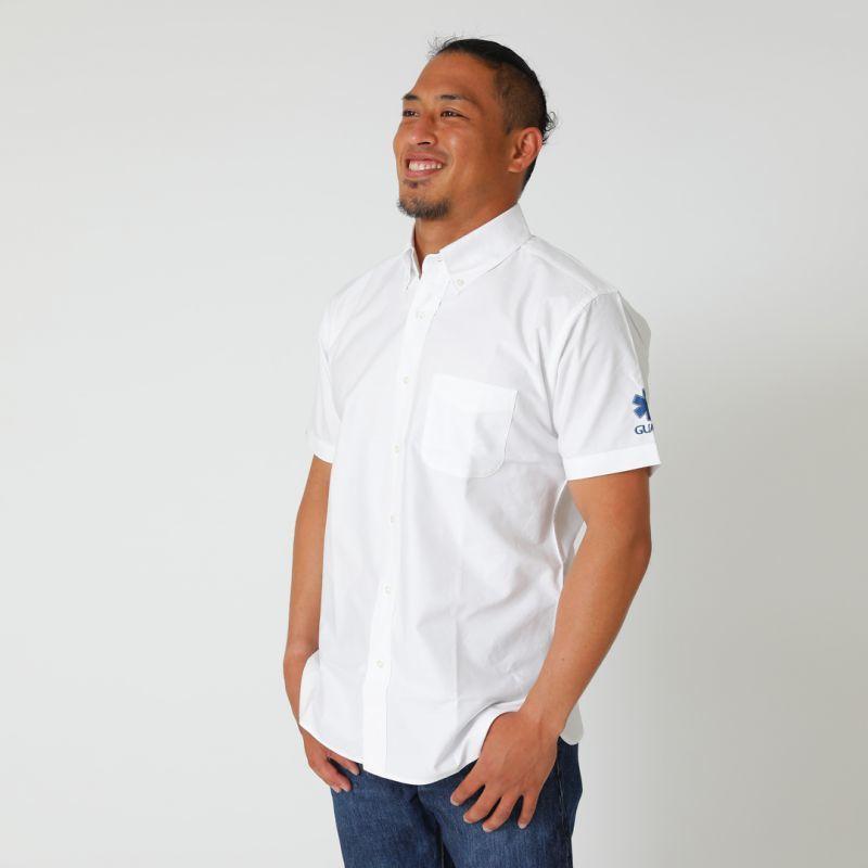 p-262オックスフォードシャツのホワイトを着用している男性の画像